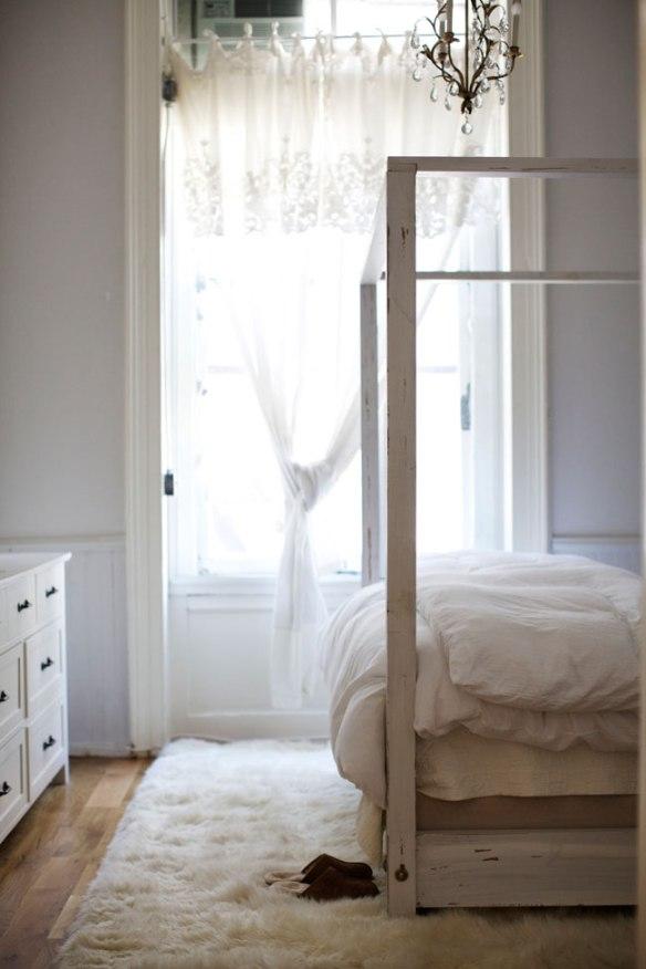 elegant-white-loft-bedroom