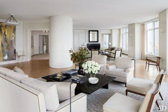 item1_rendition_slideshowWideHorizontal_victoria-hagan-02-milwuakee-waterfront-home-living-room