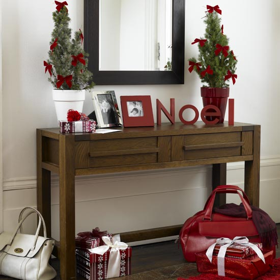 christmas-hallway