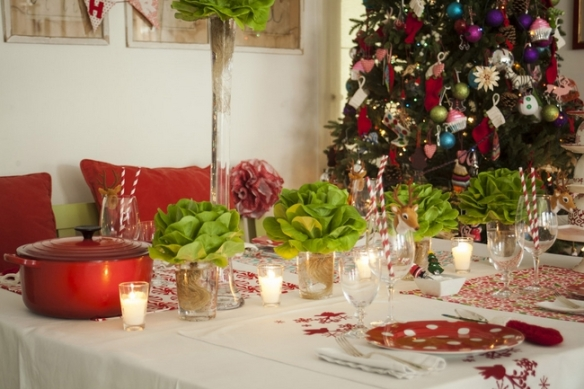 christmas-dinner-table-decorations-lettuce-instead-flowers