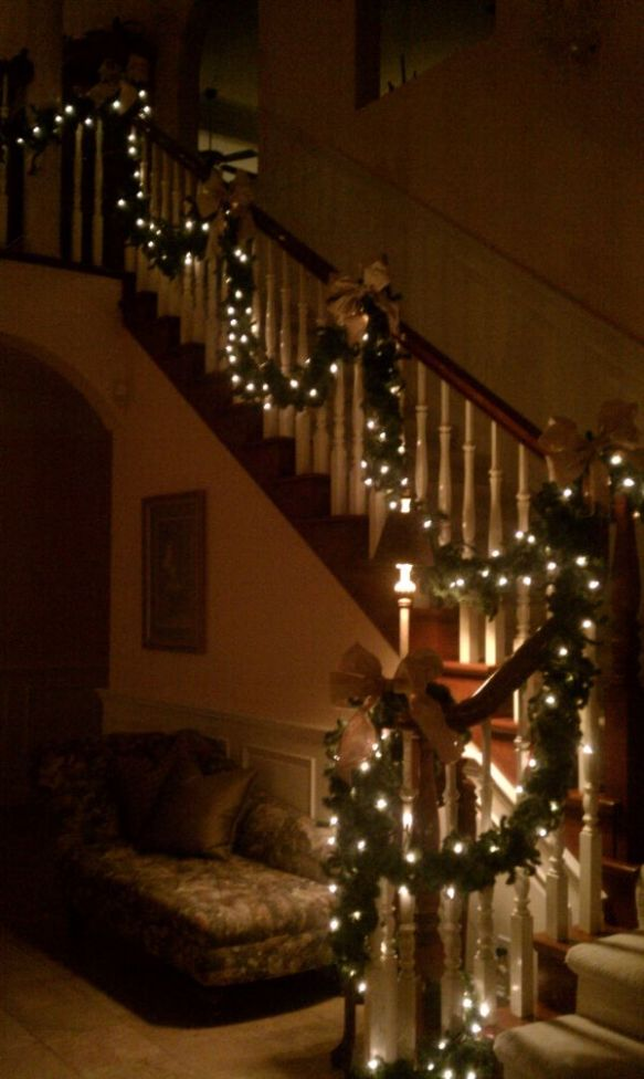 stairs-decorated-for-christmas1